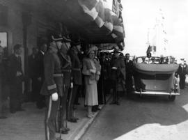 [Queen Elizabeth with military officers at C.P.R. station]