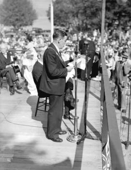 [Acting mayor Alderman Jack Price addressing the crowd at the rededication of Stanley Park]