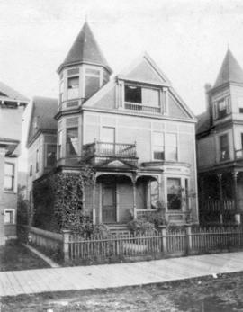 [Exterior of F.W. Hewton's residence at 544 Burrard Street]