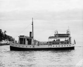 "[M.V. ""Comox"" (II) approaching Whytecliff]"