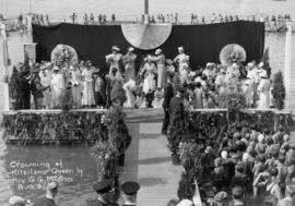 Crowning of Kitsilano Queen by Mrs. G.G. McGeer