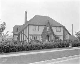 [Photograph of  Hugh Dick residence, 5375 Connaught Dr., Vancouver B.C. : job no. 189]