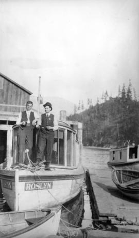 "[The ""Roslyn"" and mates, Snug Cove]"