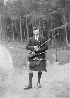 [Unidentified man - possibly John Davidson wearing a kilt]