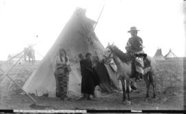 Blackfoot Indians and camp, Gleichen, N.W.T.