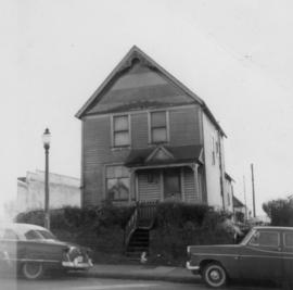 Front view of Lillian and Foon Wong's house at 350 East Pender