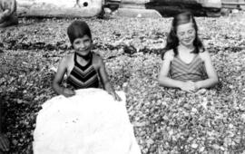 Picnic at Garrow Bay : Two Jane [Jane Banfield on right]