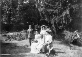 [Family of Thomas Le Messurier and his wife Phoebe Lavinia Baker Le Messurier at 'The Pines&...