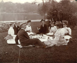 [Osborne J. Pierce, Caroline Little Pierce, Winifred Mabel Pierce and others having a picnic]