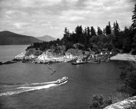 "[M.V. ""Bowen"" (Howe Sound Ferries Ltd.) approaching dock at Whytecliff]"