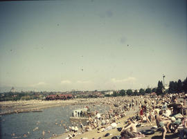 Kitsilano Beach pool, east end with crowds