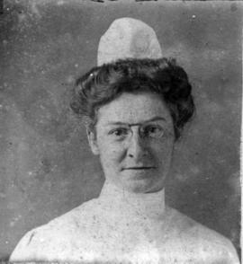 [Portrait of unknown nursing sister]