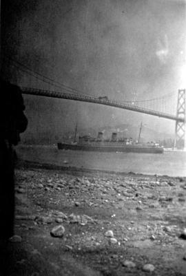 "Australian liner ""Awaitea"" [under] Lions Gate Bridge"
