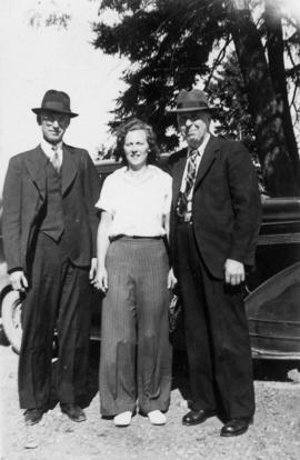 Two men and a woman in front of car, including C. Oliver and E. McKenzie