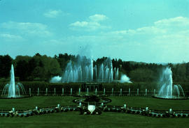 Gardens - United States : fountain garden and arboretum - daytime fountain display, Longwood Gard...