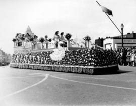 [The Victoria float in the Diamond Jubilee Parade]