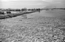 [Ice on the Fraser River]