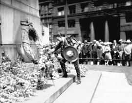 Mexican orchestra member laying wreath at Cenotaph