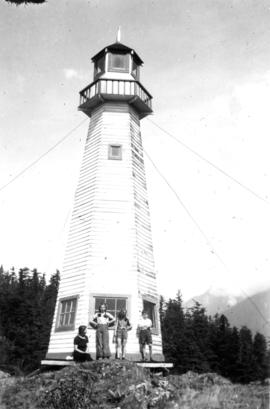 [Beatrice Timmins, Jane Banfield, Alix Louise Gordon, John Banfield at the] lighthouse, Howe Sound