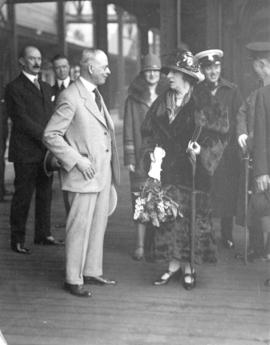 [Mayor L.D. Taylor speaking with Lady Byng at C.N. Station during Governor General Lord Byng's fa...