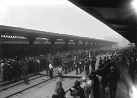 29th military [crowd at railway platform for departure - band]