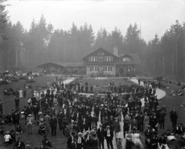Stanley Park, Stanley Park Pavilion and crowds