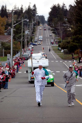 Day 004, torchbearer no. 099, Steve Ford - Comox