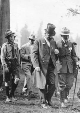 [General Baden-Powell and John James Miller enter Hastings Park for the inspection of the 1st Van...