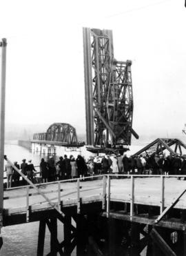 Wreckage of the Second Narrows Bridge collapse with onlookers