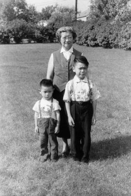 Lillian Wong and Vernon and Paul in Chicago with Irena [7 of 7]