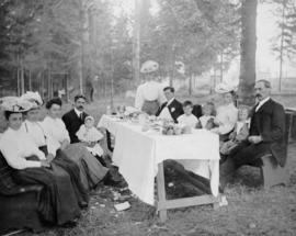 Vosper family [picnic at] Central Park, Burnaby
