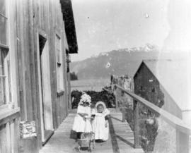 [Unidentified children at Rivers Inlet cannery]