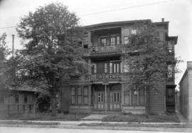 The first house on Davie St. as it appeared in Aug. 1931 [1112 and 1114 Davie Street]