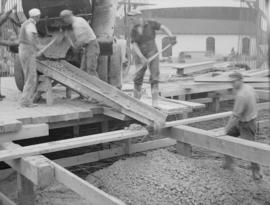 Construction of raw sugar bin: pouring concrete cement floor