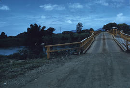 1 Fiji - bridge replacing, old 1 shilling bridge