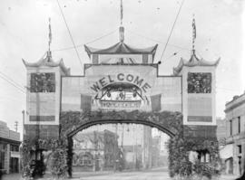 [Chinese arch at Hastings and Carrall Streets, erected for visit of Duke and Duchess of Cornwall ...
