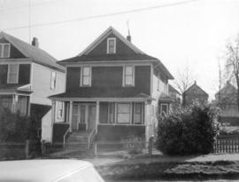 "[View of ""old"" (ca 1909?) one-and-one-half storey house at 724-726 East 7th Avenue]"