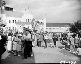 Crowd inside of Exhibition Park gates, by the Forum and Shrine Circus