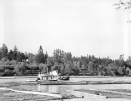 Boats and logs on Fraser River