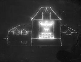 [C.P.R. station lit with electric bulbs for the visit of the Duke and Duchess of Cornwall and York]