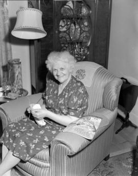 Mrs. Fred Bennet [of] Pacific Mills [at home knitting]