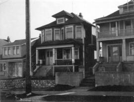 "View of ""old"" (ca 1909?) one storey house at 1808 East 2nd Avenue"