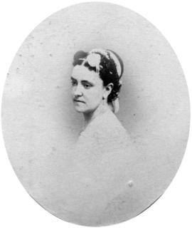 [Head and shoulders portrait of unidentified woman]