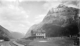 C.P.R. Hotel and Mount Stephen, Field, B.C.