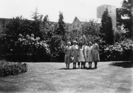 Packing house girls in the garden