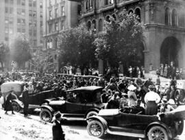 [A crowd gathered in front of the second Hotel Vancouver]