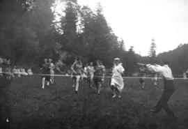 Excelsior Laundry picnic [women's foot race]