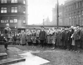 [American officers visit to Vancouver, ceremony at Victory Square cenotaph, 100 to 200 block West...