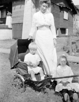 Mrs. Catherine Quiney [with her children Joseph Gerrard and Theresa]