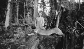 [Lars and Hans Fredericksen with cougar shot at Cape Scott]